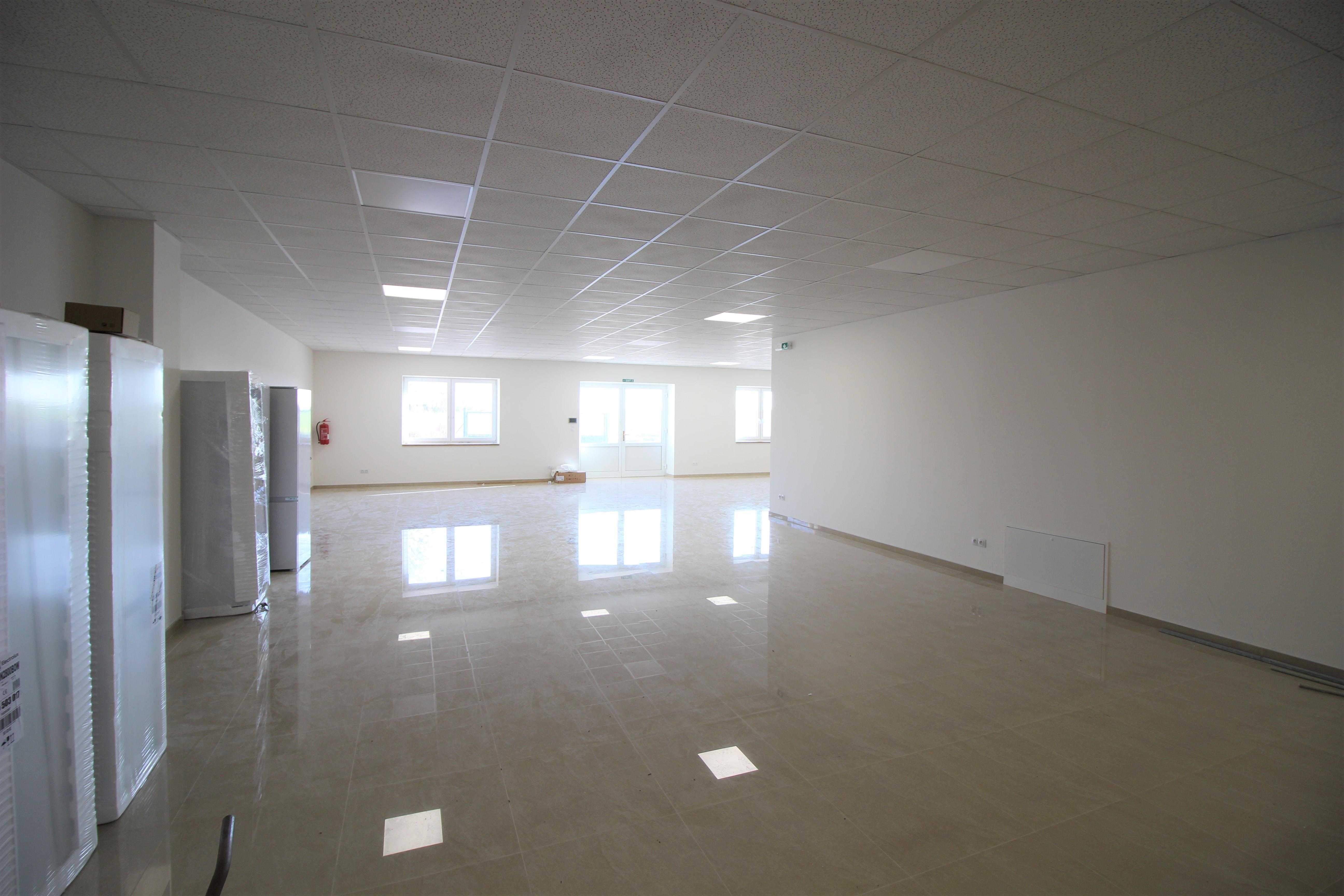 Pronájem nových kancelářských prostor o výměře 190 m2 v Rostoklatech
